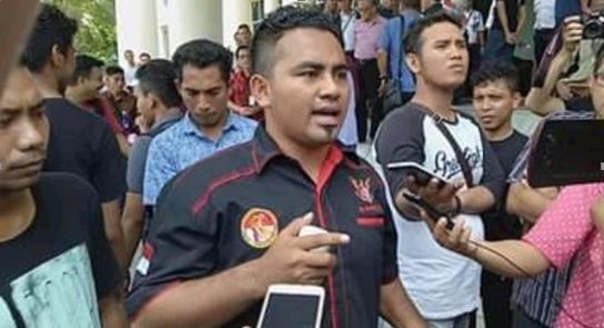 Mahasiswa memprotes Kejati atas kasus Dana CSR